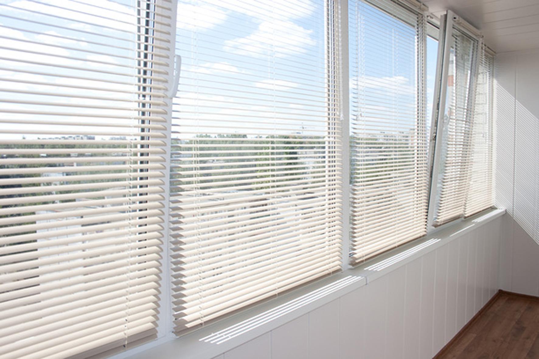 Алюминиевые жалюзи на окна фото