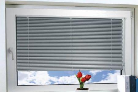 Что представляют собой окна со встроенными жалюзи в пластиковом стеклопакете