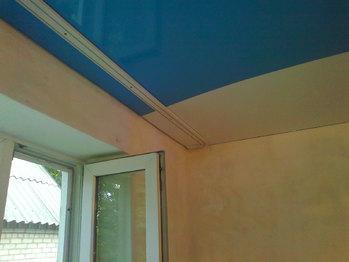 Как повесить гардину на натяжной потолок