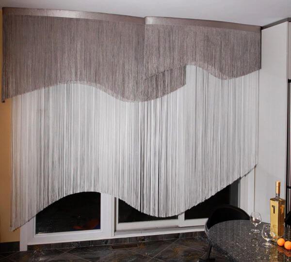короткие шторы в спальню нитяные